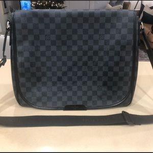 6f851057b42 Authentic Louis Vuitton Mens Daniel Messenger Bag